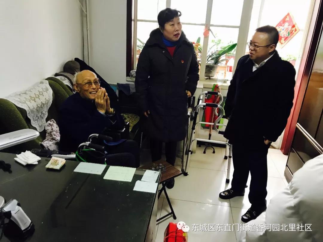 东城区人大代表张鹏走进香北社区